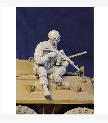 Resin Kits  1/35   Scale russia soldier with mask     Resin Model Free Shipping