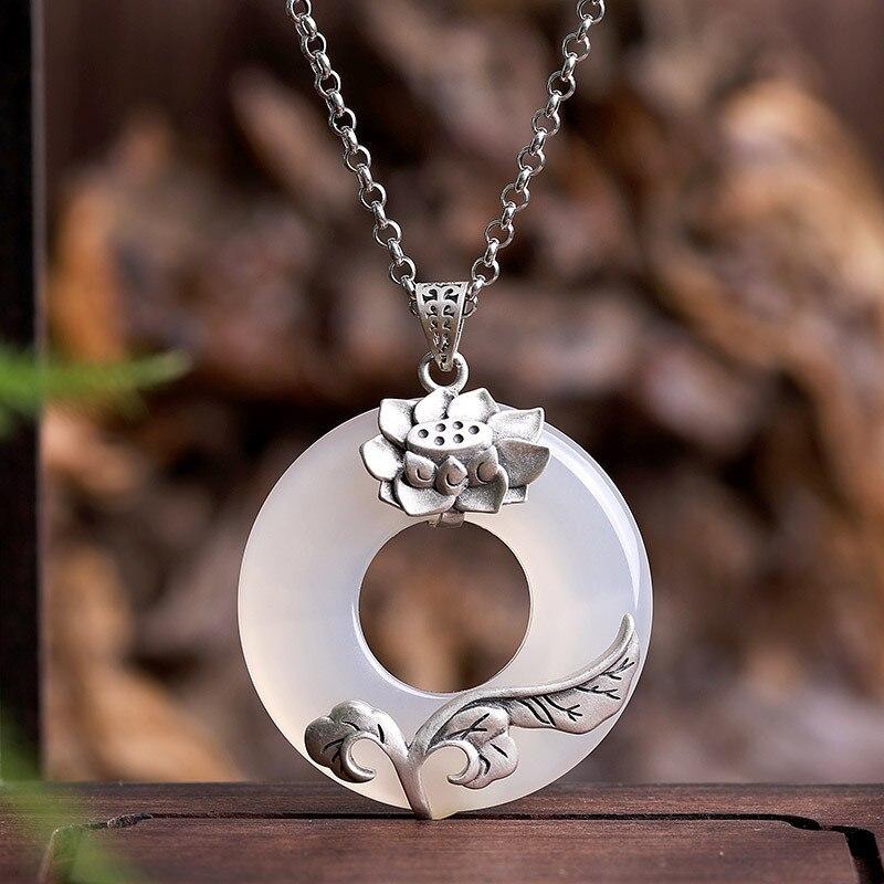S925 pur argent incrusté calcédoine lotus trône paix fermoir pendentif haute qualité joker femme modèle