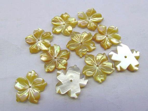 Top qualité 50 pcs 10 12 15 17 20mm véritable coquille de vadrouille, perle coquille filigrane florial fleur sculptée jaune blanc noir micharmed be
