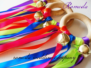 Hot Sell Rainbow design ribbon Wooden Ring Waldorf Ribbon With Gold Bell Hand Kite Toy FLY ME Birthyday Party Favors