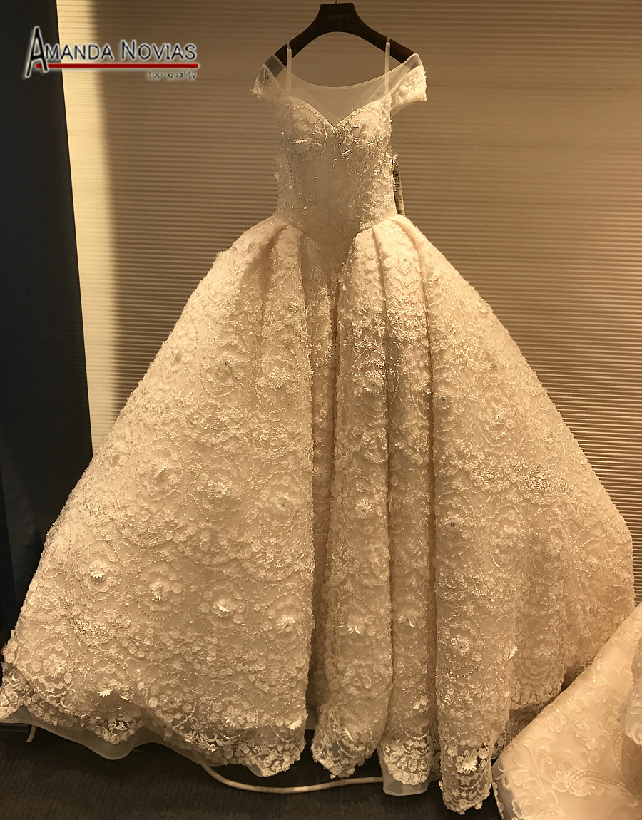 Erfreut Stoffe Für Brautkleider Galerie - Hochzeit Kleid Stile Ideen ...