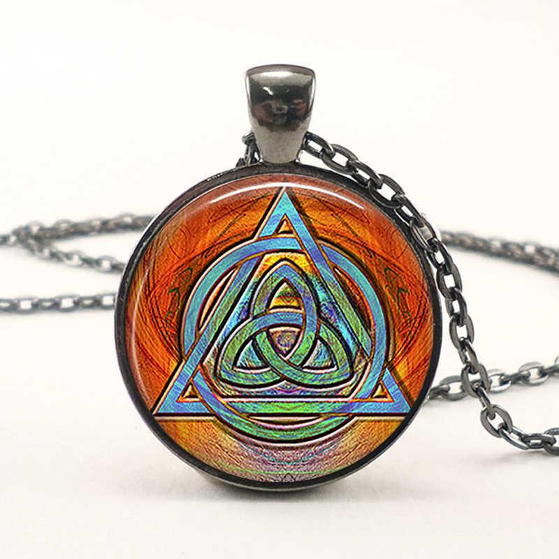 Beruntung Pesona Vintage Light Box Liontin Celtic Kalung Wanita Pria Perhiasan Valentine Hadiah Ulang Tahun Simbolis Jimat Glass Chain