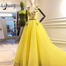 Светло желтые вечерние платья с 3d цветами v образным вырезом