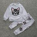 2016 nuevo sistema del bebé fresco fuera de desgaste de la capa + pantalones ropa niños set ropa de bebé niñas de dibujos animados pequeño gato impreso traje