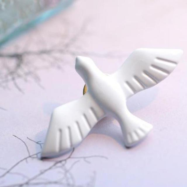 826e924bdef Korean Literary Fresh Vintage White Dove Of Peace Dove Brooch Corsage  Collar Pin Badge Jewelry Wholesale