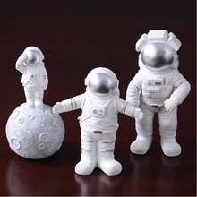 Nordic Creative Resin Space Man Astronaut Miniatures Figurine Embrace salute Cosmonaut figure model Handicraft Home Decorations