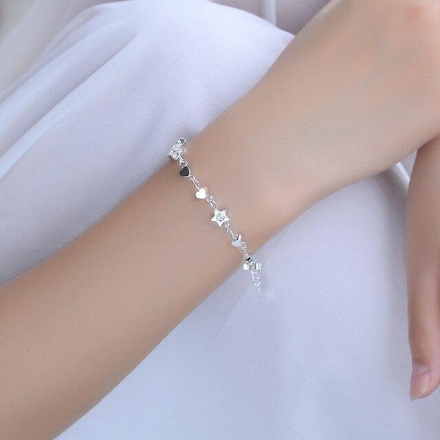 Фото женский браслет из серебра 925 пробы с шармами в виде сердца цена