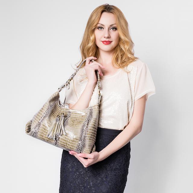 REALER Brand genuine leather women large shoulder bag female crocodile pattern hobos bag with tassel women handbag