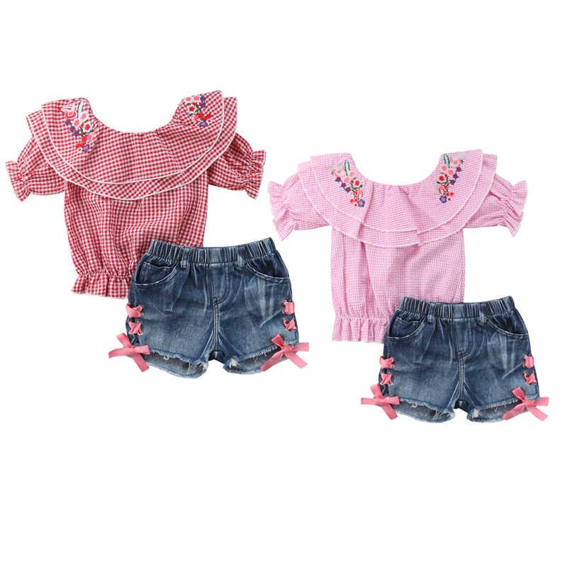 914400005d494b7 Модная одежда для маленьких девочек с открытыми плечами вышивка цветок  клетчатые Топы + джинсовые шорты джинсы