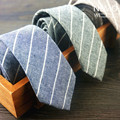 Lençóis de algodão Magros Laços para Homens 5 cm 2017 Nova Moda Designer de Gravata Magro Listrado Café Preto Azul Homem Gravata do Laço Estreito