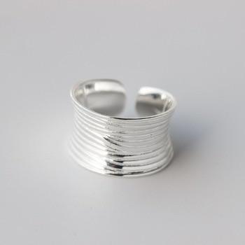 7c85b3d7e590 Sona no falso bien anillo grabado S925 de plata esterlina anillo de diamante  diseño Original 925 4 garras Esmeralda