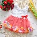 Nuevo 2016 del estilo del verano del bebé vestido de las muchachas de Flor de color pétalo hem vestido niño Niños princesa visten El Envío libre