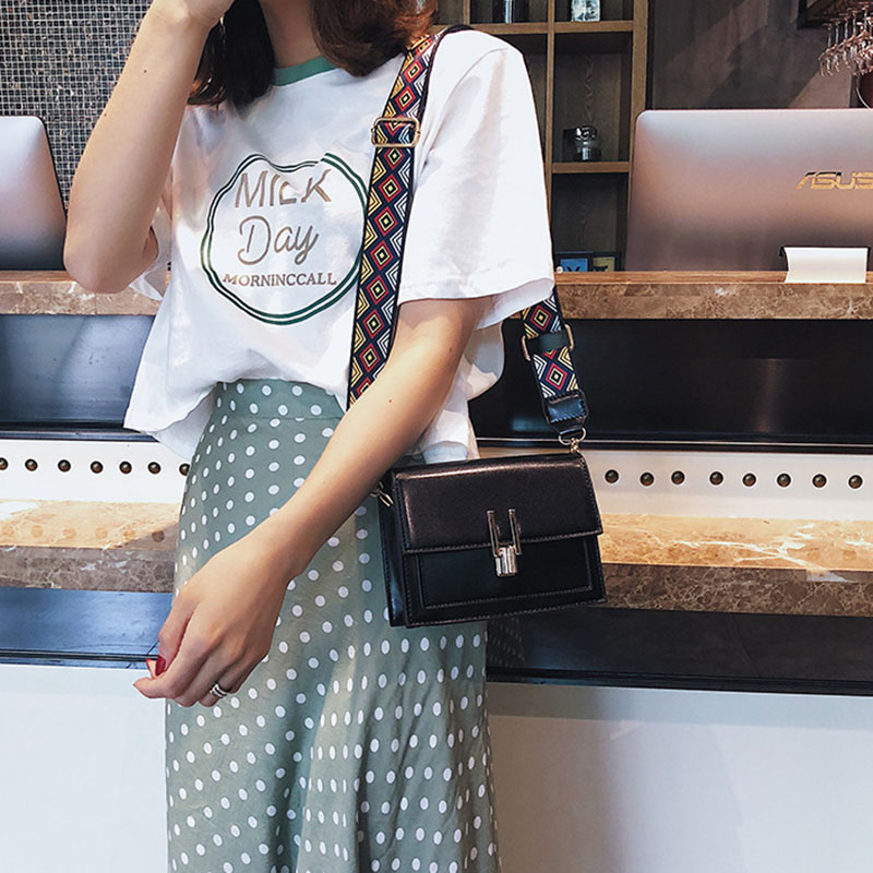 New Women Fashion Width Shoulder Bags INS Popular Female Exquisite Solid Handbag Mini Flap Lady Travel Chains Crossbody SS3474 (15)