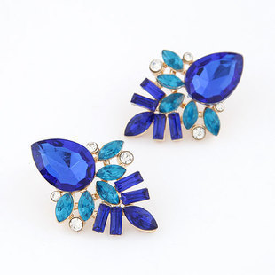 2019 Limited Sale Brinco Manufacturers Selling The European And American Fashion Shiny Stud Earrings E029 Acrylic Stone Flowers in Earrings from Jewelry Accessories
