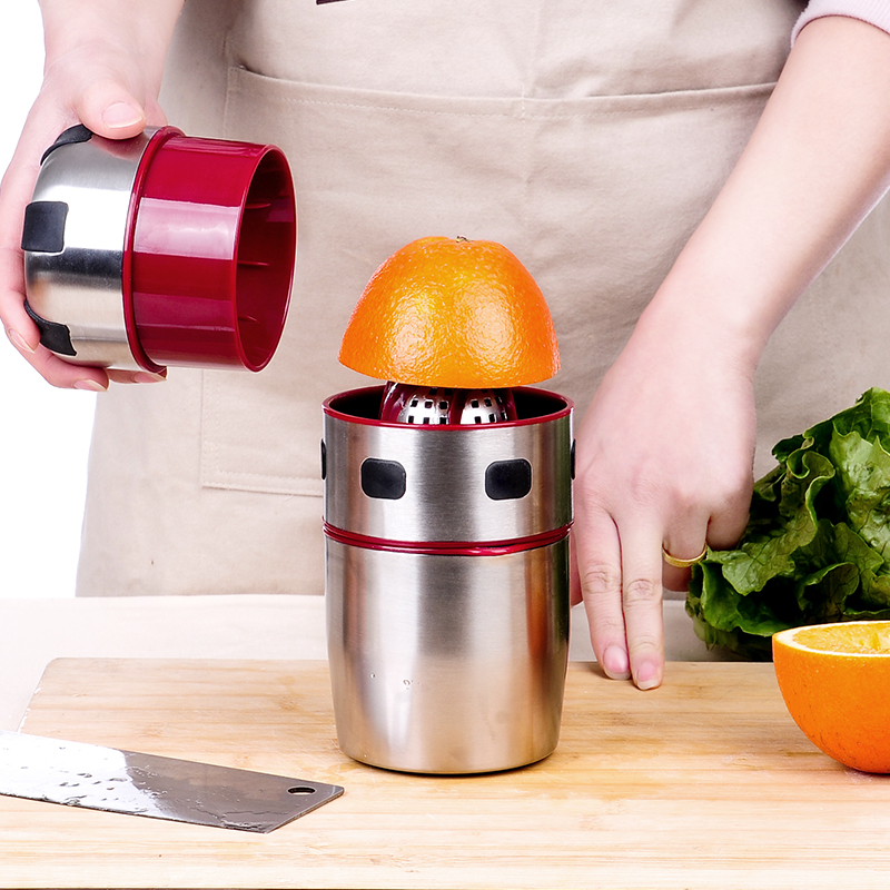 Stainless Steel Mini Juicer Cup Household Mini Orange Lemon Fruit Juicer Juice Cup Extractor for Citrus Lid Lemon Furit Squeezer mini fruit juicer manual stainless steel fruit lemon orange lemon squeezers household fruit tool mini citrus lime juice maker