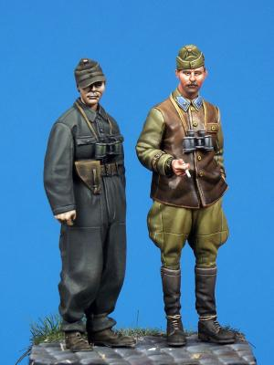 pre order-Resin toys 35041 Hungarian SPG officer & panzer officer Free shipping
