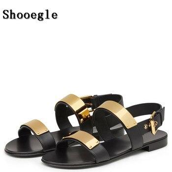 SHOOEGLE verano hombres zapatos de playa antideslizantes moda plana Metal decoración sandalias marea Casual zapatillas de cuero Hombre EU38-EU46