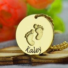 Nombre Del Bebé Collar de Color oro con Huellas de La Mano Estampada Bebé Primeros Pasos Nueva Mamá Regalo Nombre Collar Disco de Huellas de La Joyería