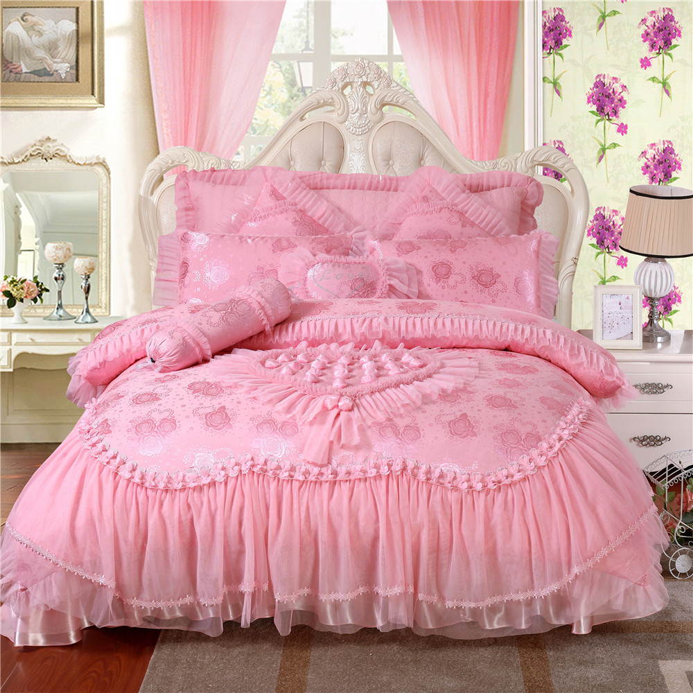 Brazilian embroidery bedspread designs - 100 Satin Jacquard Bedding Sets Rose Silk Embroidery Wedding Bedding Set Romantic Pink Princess Lace