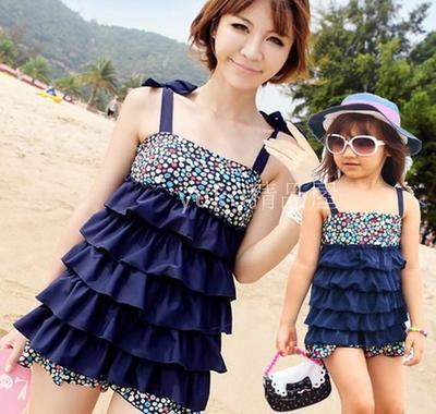 Мама и дочь купальники для девочек и женщин две части слоистых Top + трусики семья одежда синий розовый