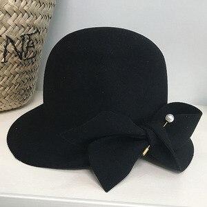 Image 2 - אלגנטי פורמליות נשים צמר כובע חם הרגיש חורף פדורה כובע פרל Bowknot הקלוש Bowler כובע גבירותיי המפלגה דרבי כנסיית חתונה כובע