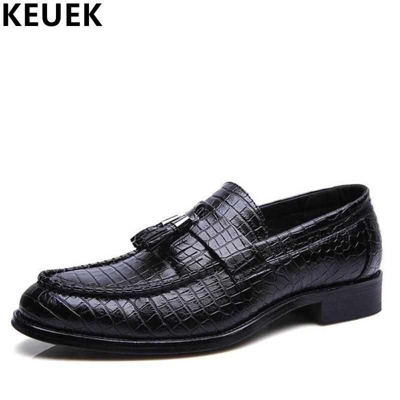 Luksusowe męskie ubranie formalne Pointed Toe skórzane buty wysokiej jakości pomponem mokasyny oddychające mieszkania mężczyźni oksfordzie 021 w Buty wizytowe od Buty na AliExpress - 11.11_Double 11Singles' Day 1