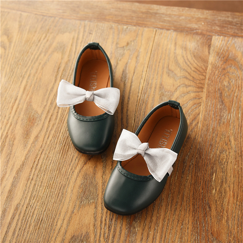 Spring Autumn baby girls Casual leather shoes bowknot soft soled Kids princess shoes for girls Student Teenagers dance shoes in Leather Shoes from Mother Kids