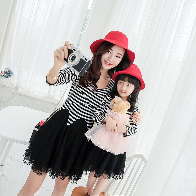 2016 Matching Fashion Family Outfits Mother Daughter Clothes Girl Dress Spring Fashion striped lace patchwork Dresses