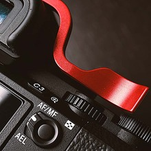 Customized Aluminum Thumb Rest Grip UP Metal Hot Shoe Cover Fit  For SONY A7II A7R2 A7m2 Series Protection