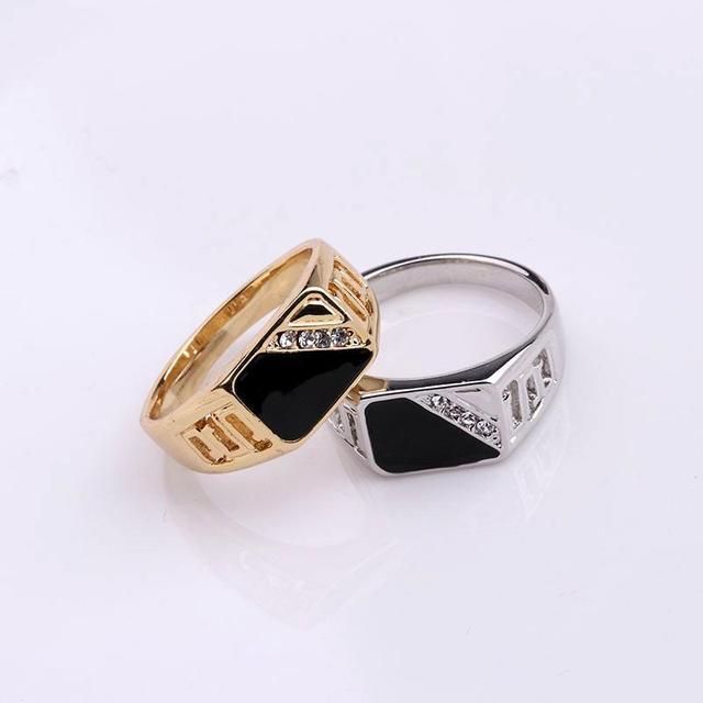 טבעת איכותית לגבר עם אבני קריסטל 1