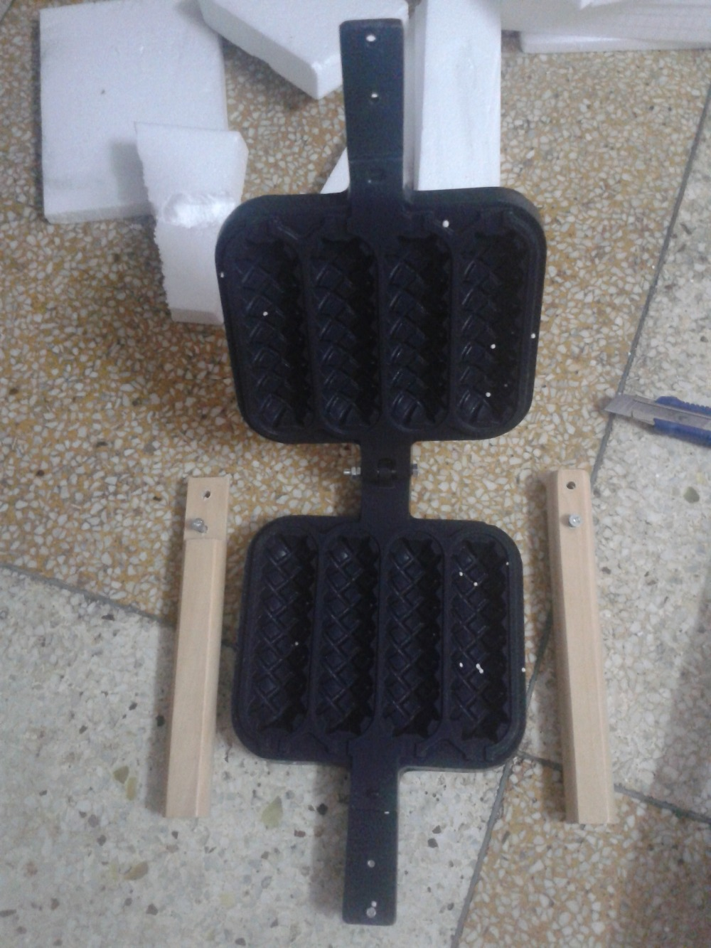 где купить Commercial use Lolly waffle mould hot dog waffle grill waffle iron 4 pcs a plate по лучшей цене