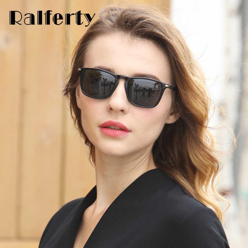 Пристает дамы в черных очках съемки