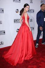 2017 Sexy Inspiriert von Selena Gomez Promi-kleid Roter Teppich Abendkleid A-line Scoop Satin Party Abendkleid kleid