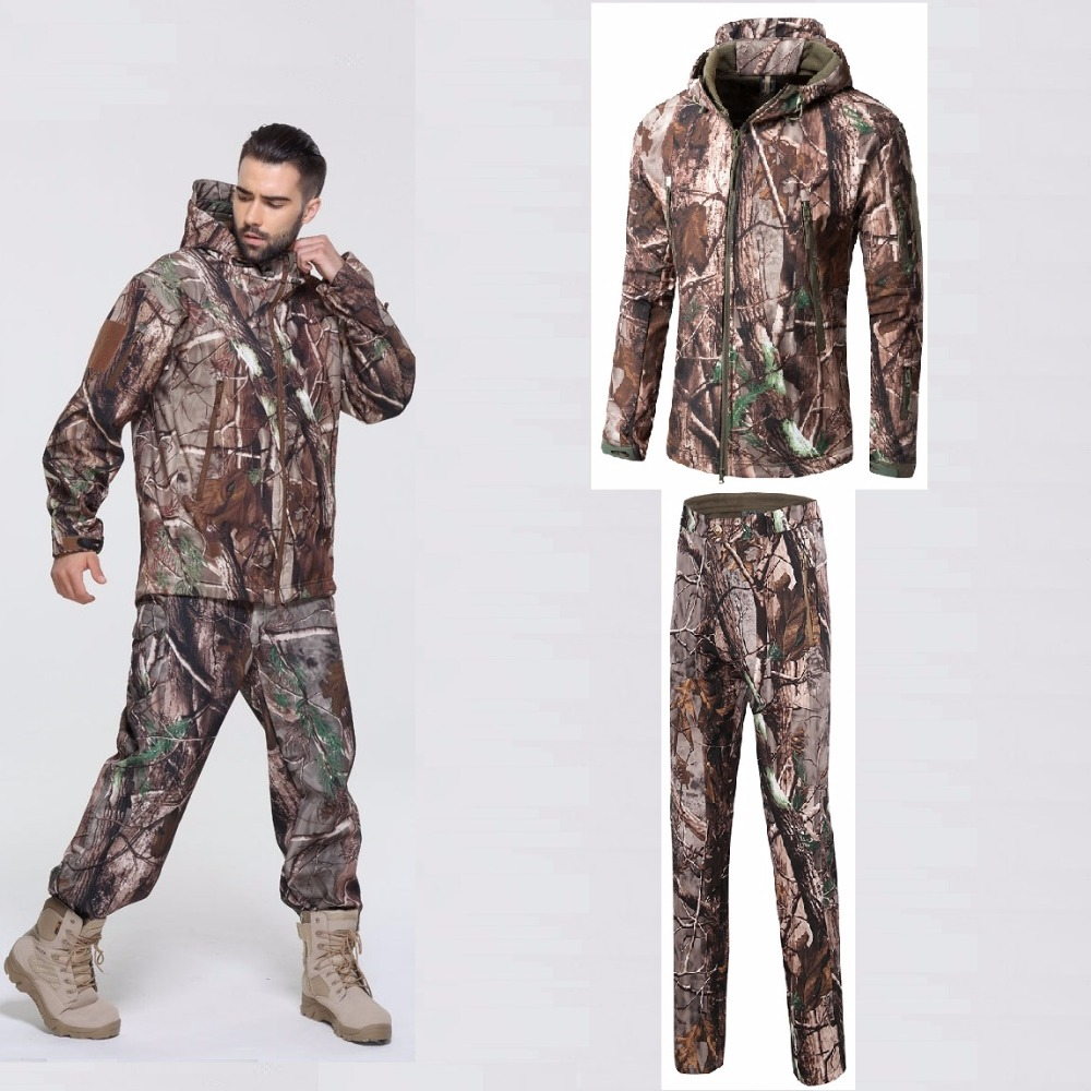 все цены на Men Outdoor Soft Shell Jacket Pants Hiking Clothes Tactical Windproof Camouflage Windbreaker Bionic Camouflage Hunting Clothes онлайн