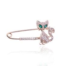 Exquisite Fashion Cute Green Eye Cat Brooch Crystal Rhinestone Animal Charm Female Elegant Needle Jewelry Christmas Gift