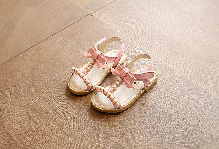 crianças meninas sandálias de praia bonito arco