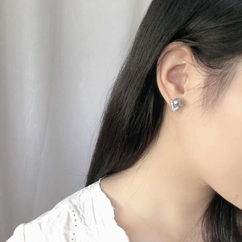 2018 Fine Jewelry Rhinestone Gray Imitation Pearl Earrings Fine Needle Geometric V Type Stud Earrings Anti Allergy Bisuteria