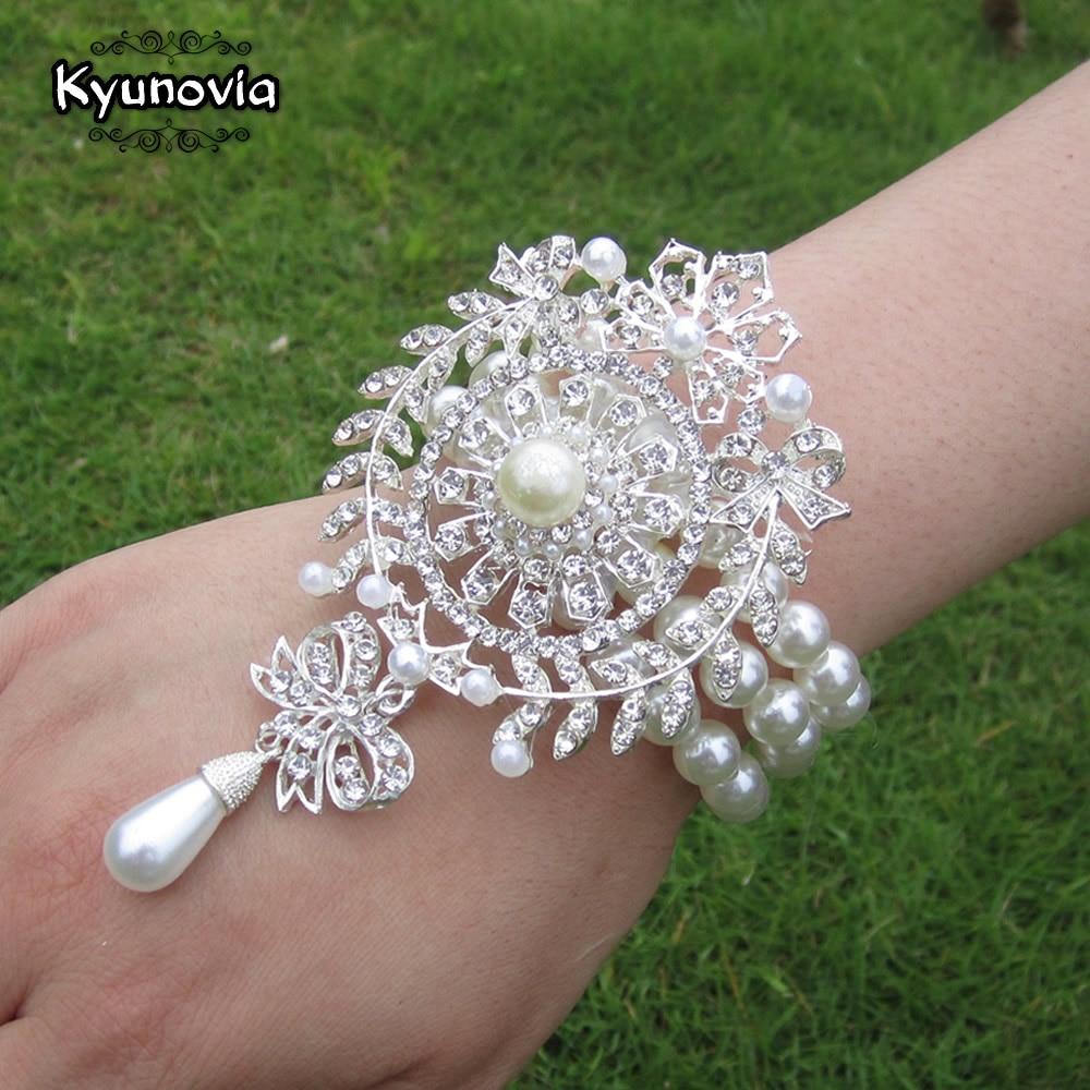 Kyunovia Prom Hand Corsage Pearl Bracelet Jeweled Crystal Bling Wedding Bracelets Wrist Corsage Brooch Flower Wrist Corsage Z03