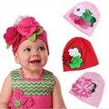 Nuevos Niños del Algodón del Sombrero Grande de la Flor Recién Nacidos Del Bebé Del Sombrero de la Navidad rojo Para Las Niñas Bebé de Invierno Mantener Caliente Sombrero Fotografía Del Bebé Props