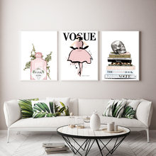 Плакат книга vogue fashion girl pink gin wall art рисование
