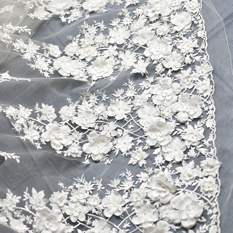 Rose blanc cassé robe de mariée dentelle tissu 3D mousseline de soie fleurs ongle perle haut de gamme européenne dentelle tissu pour accessoires en tissu