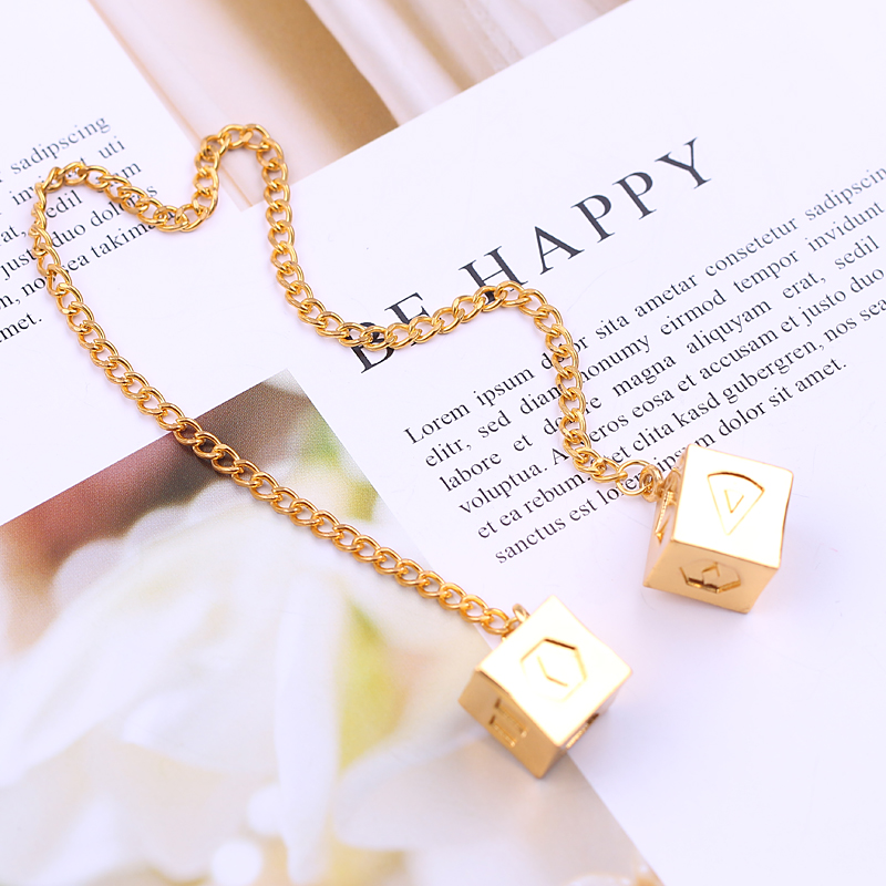 2018 Fashion Woman Bracelets Big Han Solo Lucky Dice Prop,1.