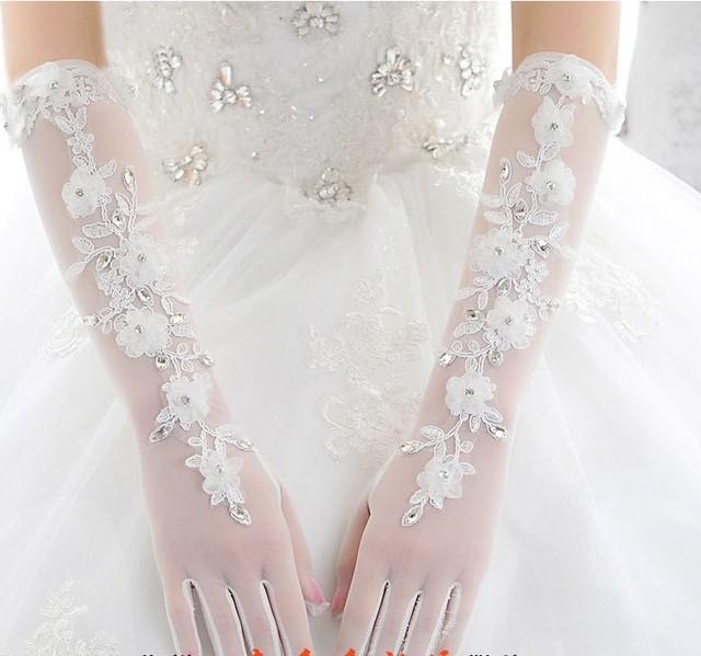 2016 Hot Lace Luvas De Casamento Cotovelo Comprimento Gants Mariage Branco com Dedos Luvas de Noiva Beading Em Estoque