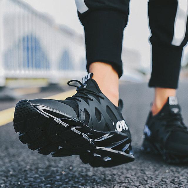 Super fajne oddychające buty do biegania męskie trampki Bounce terenowe buty sportowe na lato męskie do chodzenia do biegania oddychającą siatką trampki tanie tanio Mężczyźni Z SUROM Gumy Siatka (siatka powietrzna) Oddychająca Średnie (b m) Sznurowane Summer2018 Amortyzację Pół maraton ( 20 km)