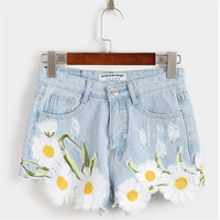 2017 Summer New Elegant Embroidery Flowers Worn Cowboy Shorts Female College Wind Hot Pants Grunge Style