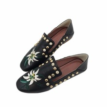 Woman Boat Shoes PU Leather Embroidery Floral Crystal Black Ladies Summer Slip On Lazy Casual Loafers Flat Shoes For Women Gg(China (Mainland))