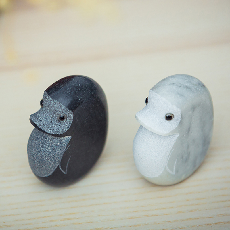 Natural stone figurines Cute penguin creative animal Statue home hotel nordic style moderm living room decoration gifts in Stones from Home Garden