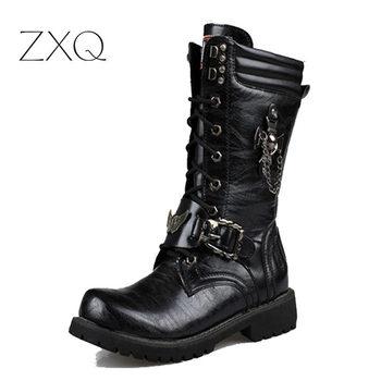 NEW 2017 osobowość Mężczyźni Buty punk buty Black Male High-Top buty moda buty motocyklowe plus rozmiar 37-45 tanie i dobre opinie Dorosłych Niska (1cm-3cm) Gumowe Dekoracja metalowa Masz Połowy łydki Zima XQ533 Sznurowane Okrągły palec Pasuje do rozmiaru Weź swój normalny rozmiar