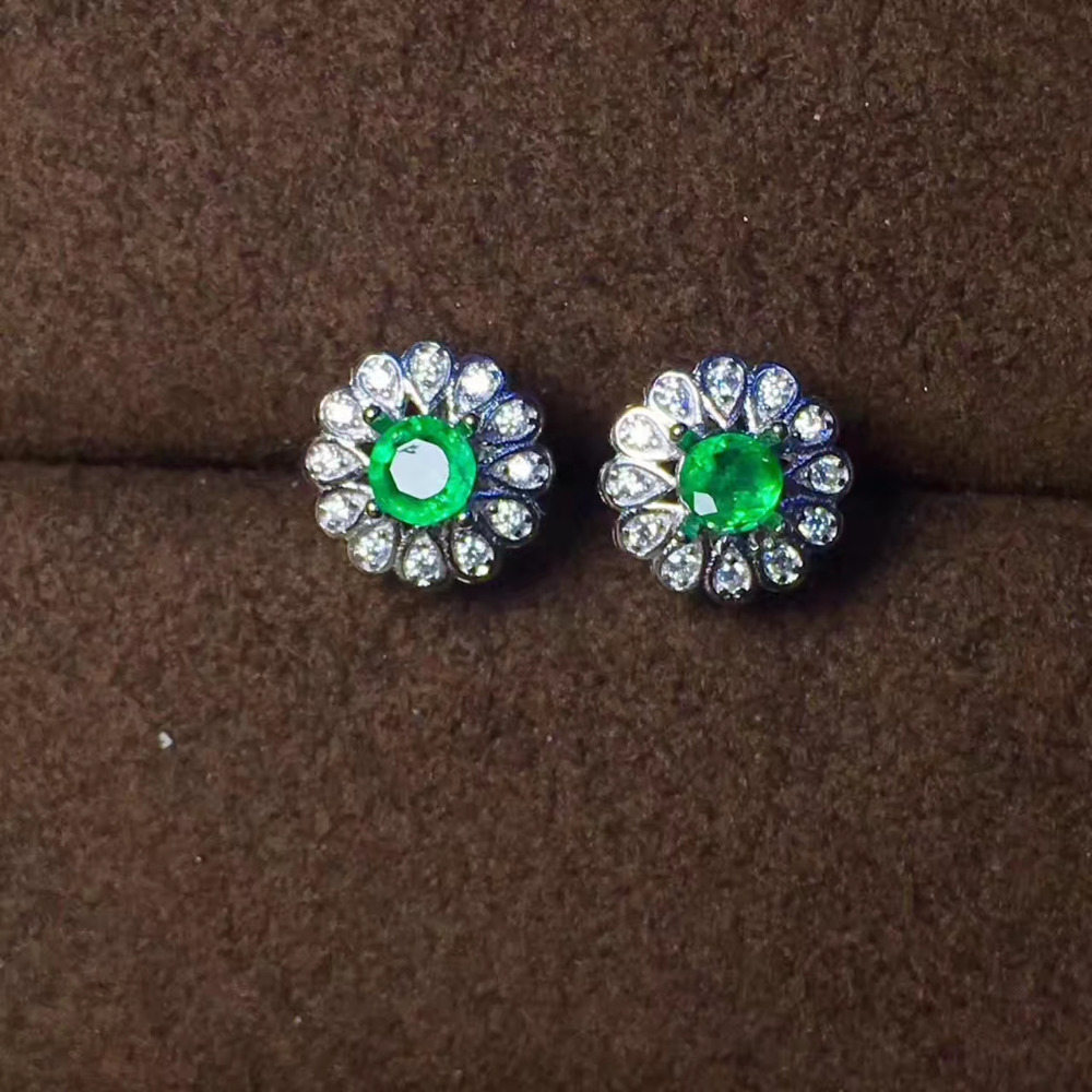 купить natural green emerald stud earrings 925 sterling silver natural gemstone earrings fashion women party Earrings jewelry по цене 3941.14 рублей