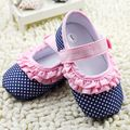 2017 Cute Pink Polka Dot Baby Girls Lace Shoes Soft Unti-slip Indoor Infant Bebe Toddler Shoes First Walkers Princess Shoes